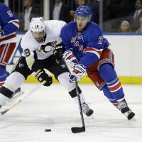 Penguins take 3-1 lead over Rangers