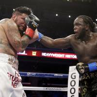 Stiverne takes WBC title on TKO