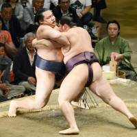 Endo hands yokozuna Kakuryu his first defeat