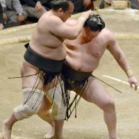 Harumafuji handed second defeat