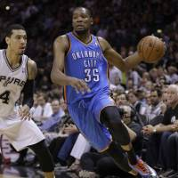 Duncan, Spurs hammer Thunder, take 3-2 series lead