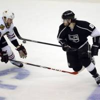 Kings slip by Blackhawks