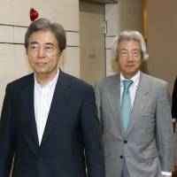 Former Prime Ministers Morihiro Hosokawa (left) and Junichiro Koizumi attend an inauguration event in Chiyoda Ward, Tokyo, on Wednesday to found a new entity called Japan Assembly for Nuclear Free Renewable Energy. | KYODO