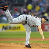 Scherzer outduels Lester, picks up sixth straight win