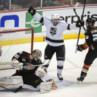 Kings thrash Ducks in Game 7