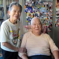 Liu Shu-fa, who volunteered to become a kamikaze fighter pilot for Japan, and his wife, Hsu Mei-huei, spend time together at their Taipei home Nov. 14. | KYODO
