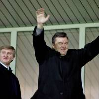 Yanukovych 'mafia' stole $100 billion