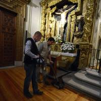 Technicians use ground-penetrating radar to search for the remains of writer Miguel de Cervantes at the Convent of Trinitarians in Madrid on Monday. | AFP-JIJI