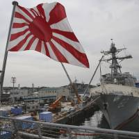 Abe backs up ASEAN on maritime security, prods China