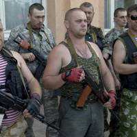 Tense Ukraine votes in face of rebel threats