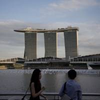 Abe to visit Singapore casino to gauge economic benefits