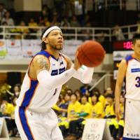 Clutch performer: Niigata's Thomas Kennedy scored 11 points in Game 3, a 10-minute tiebreaker, to lead his team past Shinshu on Sunday. | NORIKO AKAIKE