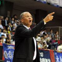 The winning formula: Toyama Grouses head coach Bob Nash, seen in this file photo from last May, has guided the team to 13 straight victories, including Sunday's 85-68 triumph over the Niigata Albirex BB. With the win, Toyama booked a spot in the Final Four. | YOSHIAKI MUIRA