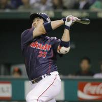 Banner performance: Swallows veteran Kazuhiro Hatakeyama goes 4-for-5 on Thursday against the Giants at Tokyo Dome. Tokyo Yakult defeated Yomiuri 11-4. | KYODO