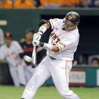 Cepeda crushes first home run in NPB; Giants snap five-game slide