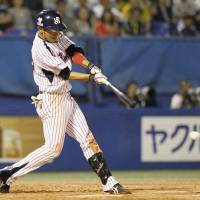 Iihara ignites Swallows in comeback victory over Tigers