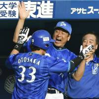 Wild pitch, pinch-hit homer vital pieces of victory for BayStars