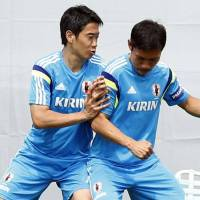 Long road ahead: Shinji Kagawa (left) and Yuto Nagatomo work out during a Japan practice session on Sunday. | KYODO