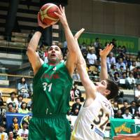 Staying aggressive: Toyota's Philip Ricci goes up for a layup over Tochigi's Ryan Rossiter in Saturday's NBL Eastern Conference semifinals series opener at Ota City General Gymnasium. Toyota won 105-86. | KAZ NAGATSUKA