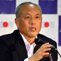 Tokyo Gov. Yoichi Masuzoe pledges to launch an aggressive deregulation drive that will help the capital lure foreign talent so it can reclaim its title as Asia's top business hub from Singapore. | AFP-JIJI