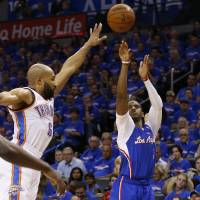 Paul buries eight 3s, controls tempo in Game 1 rout
