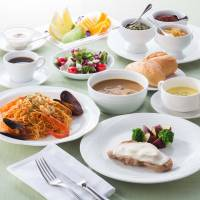 Relaxing Golden Week buffet; shopping at the Imperial Hotel Plaza; spa and accommodation package