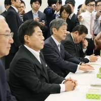 New Komeito Secretary-General Yoshihisa Inoue, Vice President Kazuo Kitagawa, and Liberal Democratic Party Vice President Masahiko Komura and Secretary-General Shigeru Ishiba (front, left to right) sit for coalition talks on collective self-defense on Friday morning. | KYODO