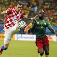 Mandzukic scores pair as Croatia thrashes Cameroon