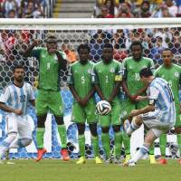 Messi dazzles as Argentina tops Nigeria to make last 16