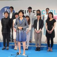 Yuriko Koike, former environment minister of Japan, congratulates the Super Cool Biz prize winners who stand behind her. | DAPHNE MOHAJER-VA-PESARAN