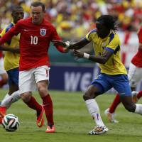 Ends up even: England's Wayne Rooney (left) vies for the ball with Ecuador's Juan Paredes during Wednesday's friendly international in Miami. The match ended in a 2-2 draw. | REUTERS