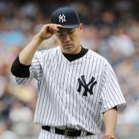 Other side of the coin: Yankees starter Masahiro Tanaka walks off the field after the fifth inning on Sunday. | KYODO