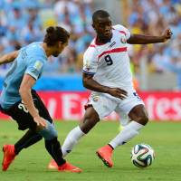 Costa Rica stuns Uruguay; Suarez watches from bench