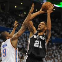 Spurs finish off Thunder despite losing Parker to injury