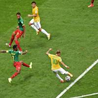 Neymar's two goals send Brazil into second round