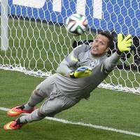 Cesar's heroics carry Brazil past Chile, into quarterfinals