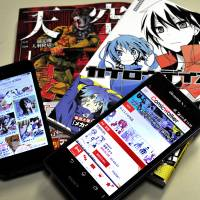 DeNA Co.'s Manga Box (left) and Kadokawa Corp.'s Comic Walker are free smartphone apps designed to find new manga readers around the world. | YOSHIAKI MIURA