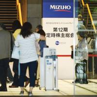 Shareholders arrive at Mizuho Financial Group Inc.'s annual meeting with investors on Tuesday in Tokyo. | KYODO