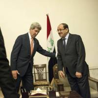 Iraqi Prime Minister Nouri al-Maliki and U.S. Secretary of State John Kerry meet at the Prime Minister's Office in Baghdad on Monday. | AFP-JIJI