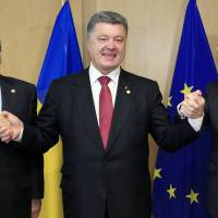 EU, Ukraine ink trade pact; cease-fire extended by 72 hours