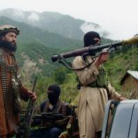 Pakistan resumes airstrikes to flush insurgents from border region