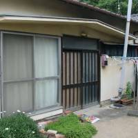 The building in Sakaide, Kagawa Prefecture, where Masanori Kawasaki fatally stabbed his sister-in-law and her two grandchildren in November 2007, as seen today. Kawasaki was hanged Thursday morning. | KYODO