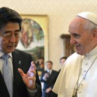 Yasukuni-visiting Abe talks peace in Asia with Pope Francis