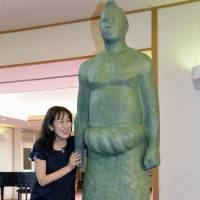 Lasting tribute: A bronze statue of legendary yokozuna Taiho, who died in 2013 at age 72, is unveiled on Friday in Ogata, Akita Prefecture. His wife, Yoshiko Naya, stands next to the statue, which will be shipped to his birthplace in Sakhalin, Russia, and then erected.  | KYOOD