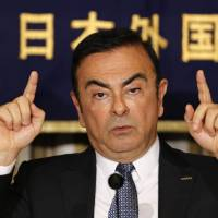 Ghosn promises self-parking cars, traffic-jam pilots by end of 2016