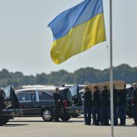 MH17 crash victims' bodies arrive in Netherlands; Ukrainian fighters downed