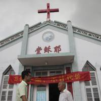 Toppled crosses in China spark defiance