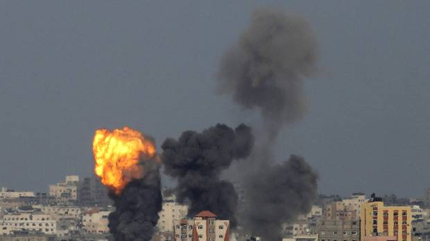 Israel defies U.N. truce call in Gaza; first ground assault reported