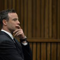 Pistorius re-enacts shooting in shock footage