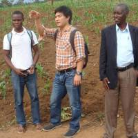 An aid initiative by Doga Makiura (center) in Rwanda addressed problems of hunger and oversupply of crops. The others here are his project partner (left) and a local farmer. | COURTESY OF DOGA MAKIURA